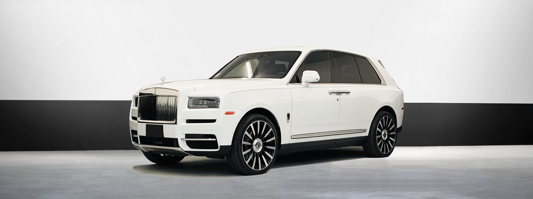 Rolls Royce suv rental Cullinan in white